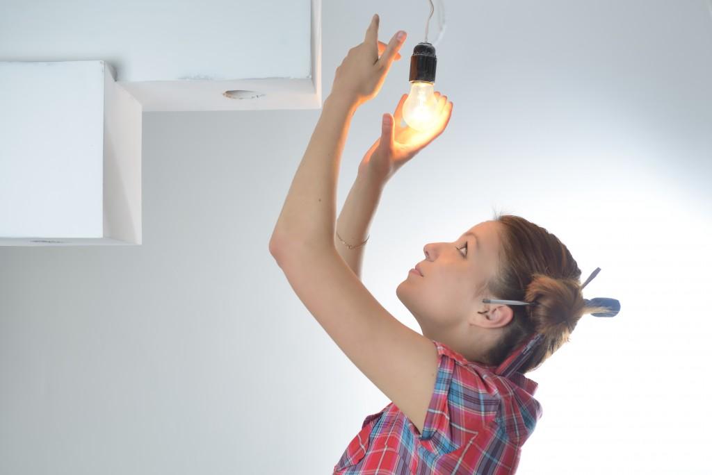 installing light