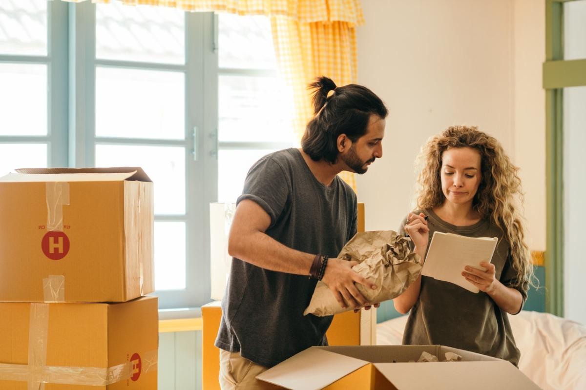 couple unpacking